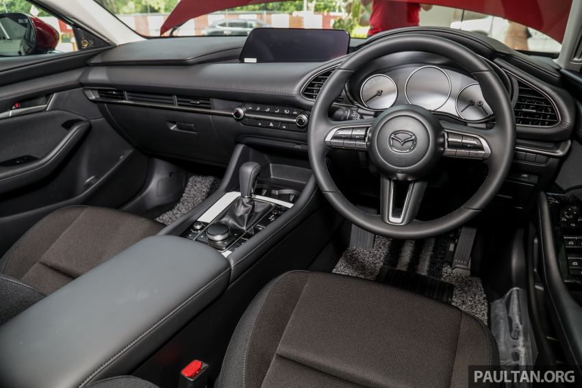 Mazda 3 2019 tiba di bilik pameran Malaysia – 1.5L Sedan dan 2.0L hatchback High Plus, bermula RM140k Image #982252