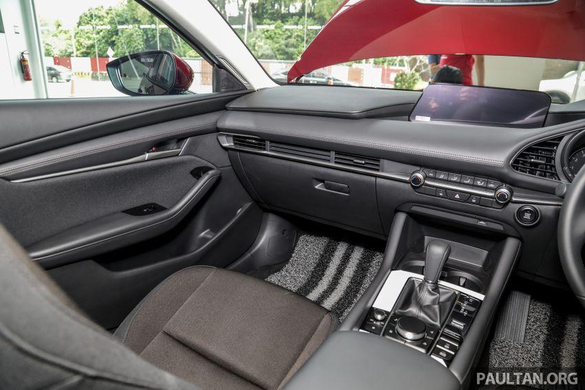 Mazda 3 2019 tiba di bilik pameran Malaysia – 1.5L Sedan dan 2.0L hatchback High Plus, bermula RM140k Image #982254