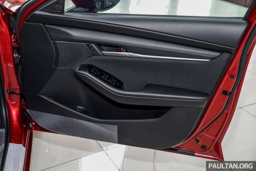 Mazda 3 2019 tiba di bilik pameran Malaysia – 1.5L Sedan dan 2.0L hatchback High Plus, bermula RM140k Image #982257
