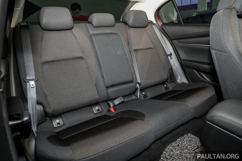 Mazda 3 2019 tiba di bilik pameran Malaysia – 1.5L Sedan dan 2.0L hatchback High Plus, bermula RM140k Image #982260