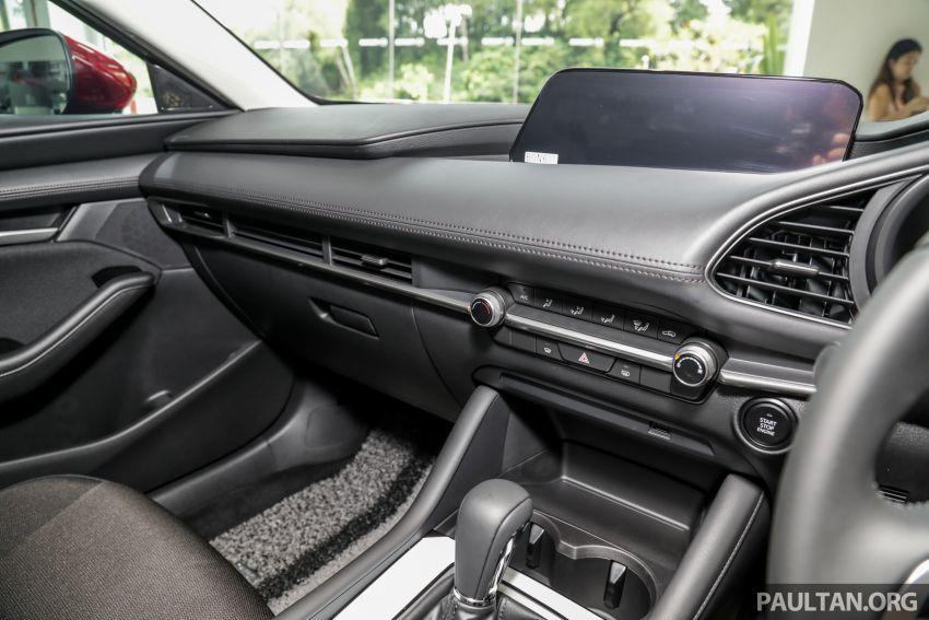 Mazda 3 2019 tiba di bilik pameran Malaysia – 1.5L Sedan dan 2.0L hatchback High Plus, bermula RM140k Image #982243