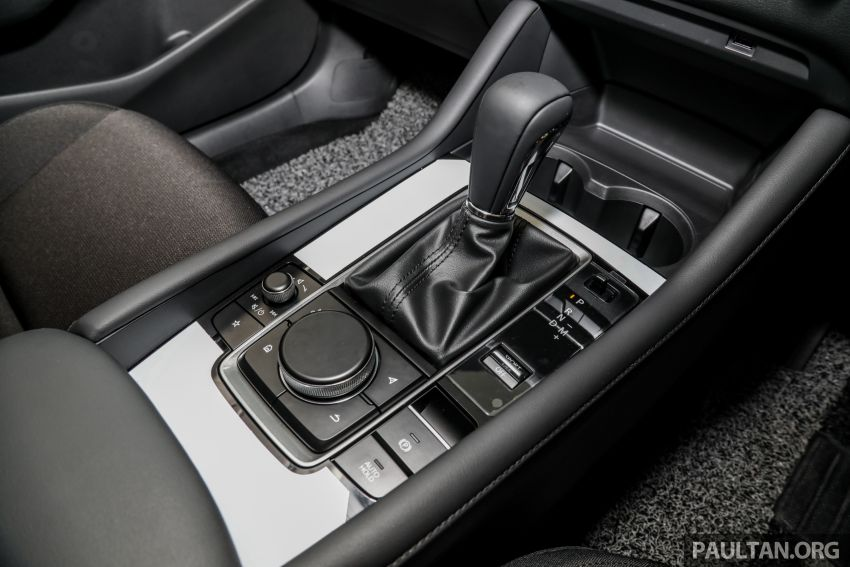 Mazda 3 2019 tiba di bilik pameran Malaysia – 1.5L Sedan dan 2.0L hatchback High Plus, bermula RM140k Image #982246