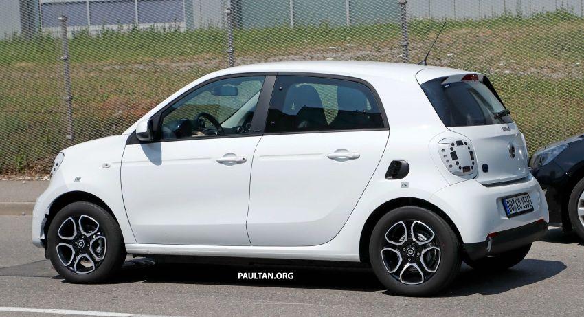 SPYSHOTS: smart EQ forfour facelift spotted testing Image #990974