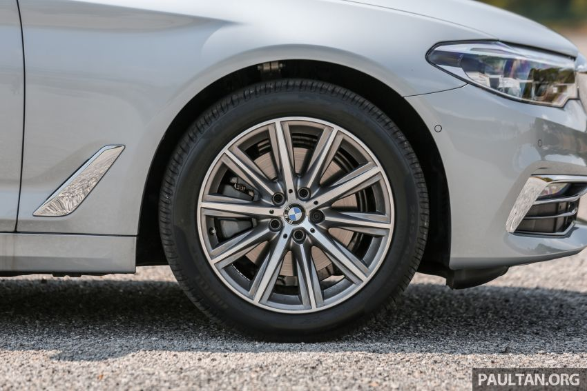 FIRST DRIVE: G30 BMW 520i Luxury and 530e M Sport Image #1003678