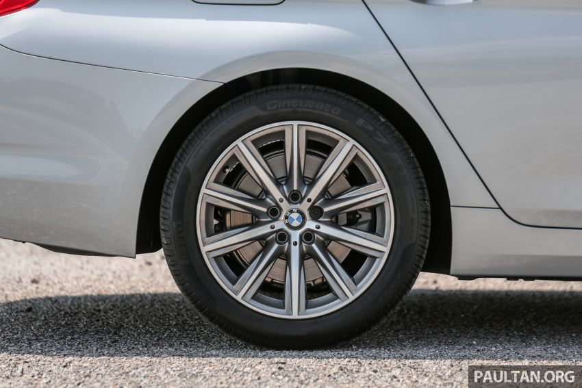 FIRST DRIVE: G30 BMW 520i Luxury and 530e M Sport Image #1003684