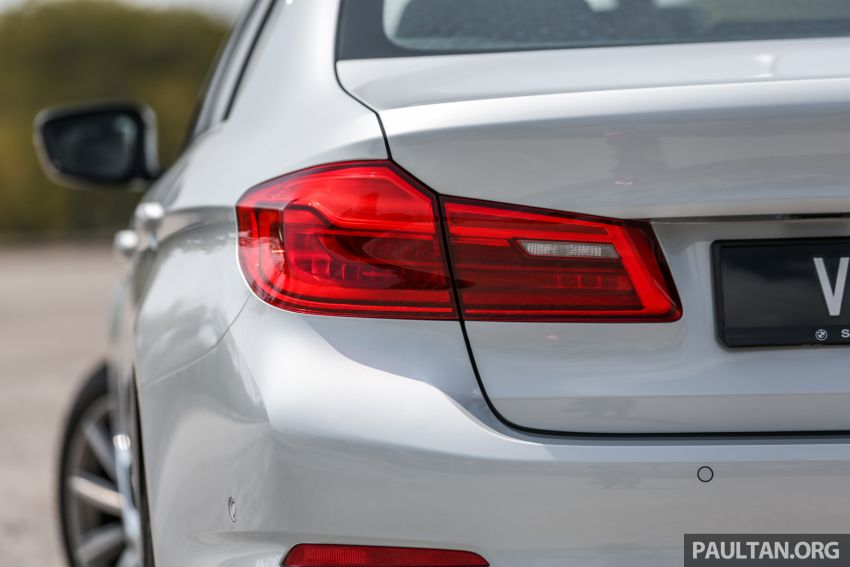 FIRST DRIVE: G30 BMW 520i Luxury and 530e M Sport Image #1003686
