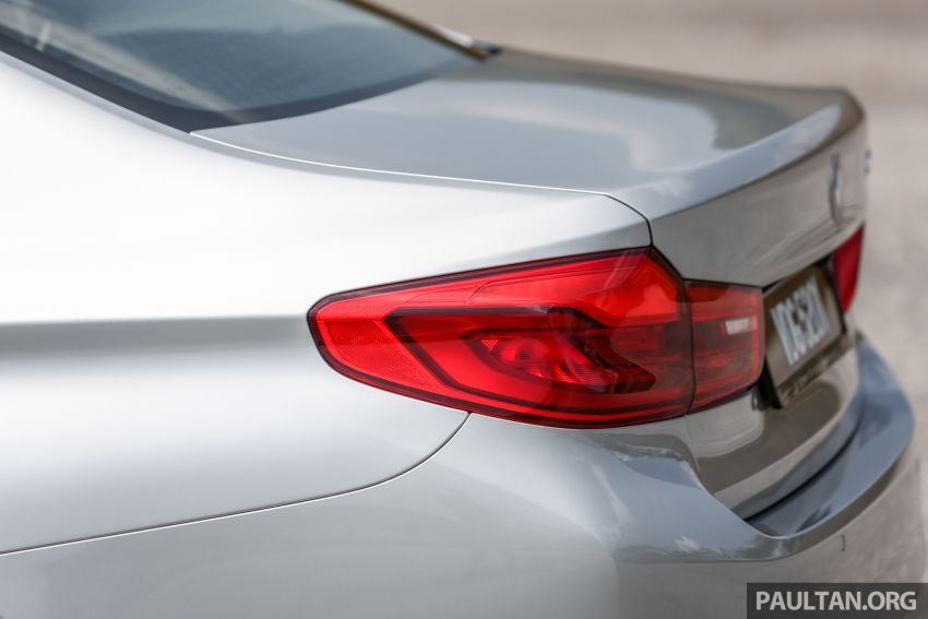 FIRST DRIVE: G30 BMW 520i Luxury and 530e M Sport Image #1003687