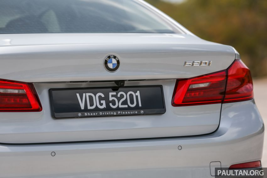 FIRST DRIVE: G30 BMW 520i Luxury and 530e M Sport Image #1003689