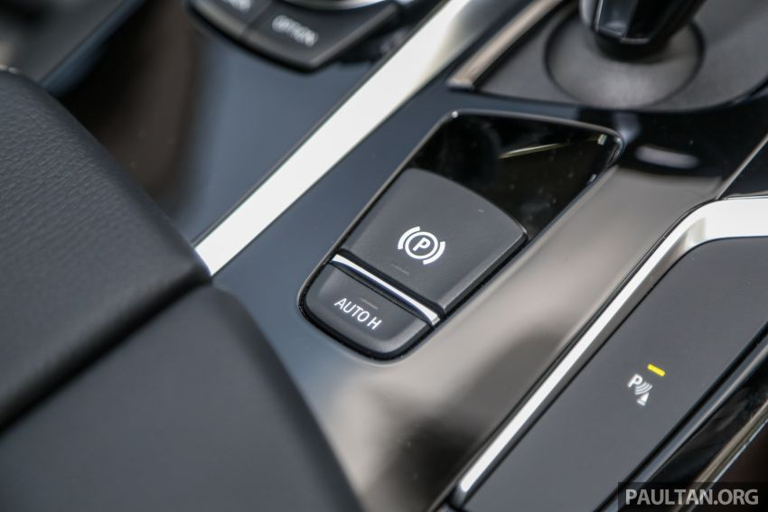FIRST DRIVE: G30 BMW 520i Luxury and 530e M Sport Image #1003709