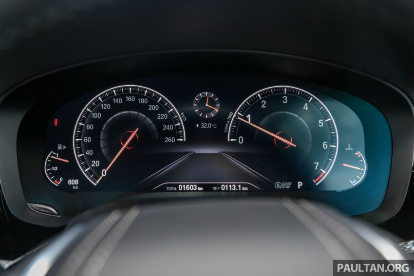 FIRST DRIVE: G30 BMW 520i Luxury and 530e M Sport Image #1003697