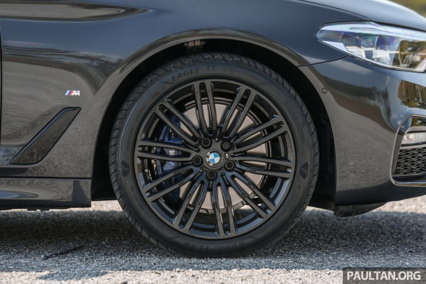 FIRST DRIVE: G30 BMW 520i Luxury and 530e M Sport Image #1003574