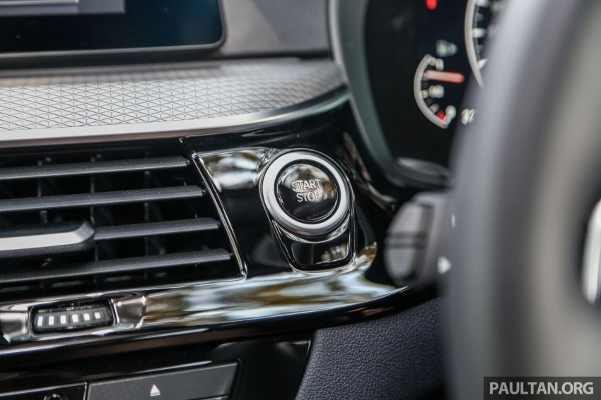 FIRST DRIVE: G30 BMW 520i Luxury and 530e M Sport Image #1003619