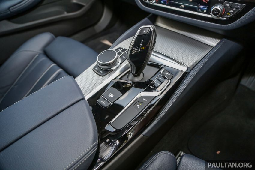 FIRST DRIVE: G30 BMW 520i Luxury and 530e M Sport Image #1003621
