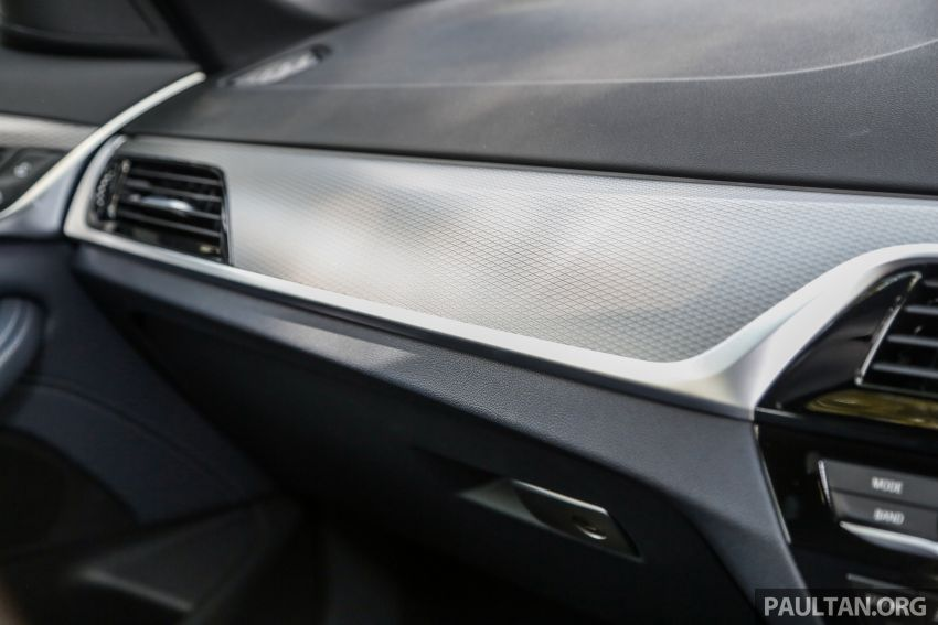 FIRST DRIVE: G30 BMW 520i Luxury and 530e M Sport Image #1003627