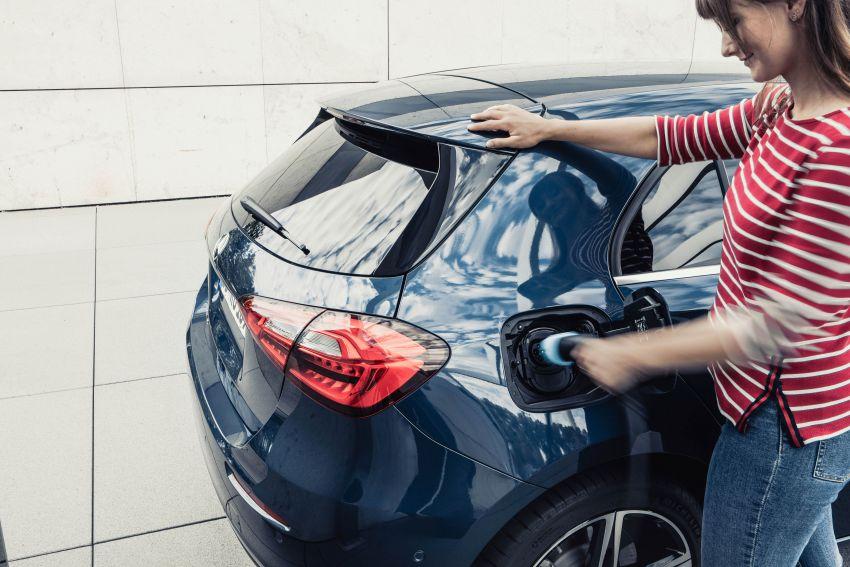 W177 Mercedes-Benz A250e plug-in hybrid debuts – joined by A250e Sedan and B250e; 70-77 km EV range Image #1003452