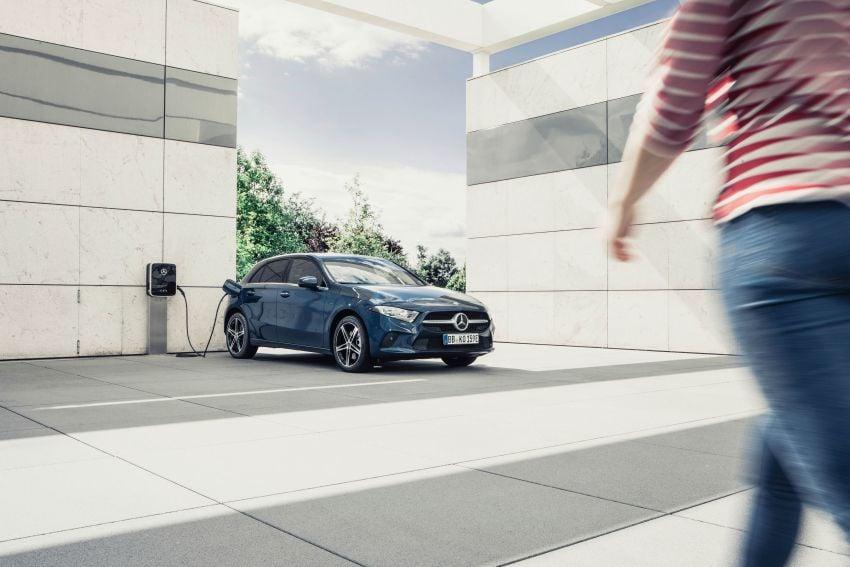 W177 Mercedes-Benz A250e plug-in hybrid debuts – joined by A250e Sedan and B250e; 70-77 km EV range Image #1003454