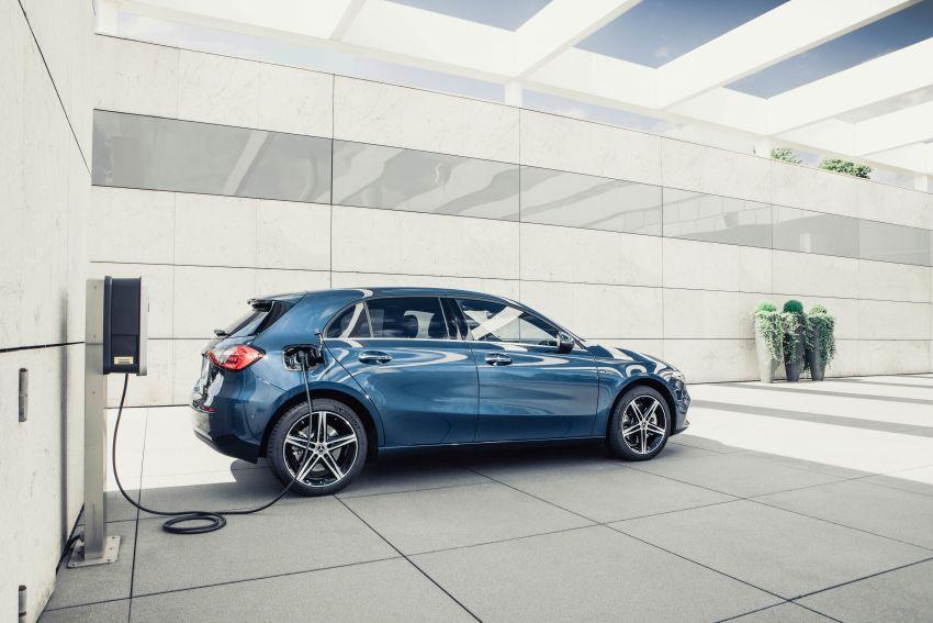 W177 Mercedes-Benz A250e plug-in hybrid debuts – joined by A250e Sedan and B250e; 70-77 km EV range Image #1003458
