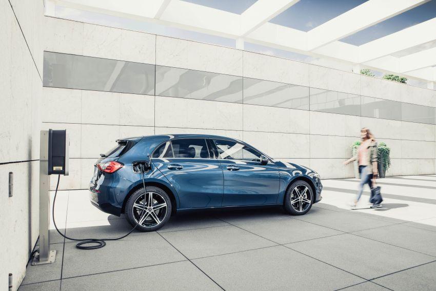 W177 Mercedes-Benz A250e plug-in hybrid debuts – joined by A250e Sedan and B250e; 70-77 km EV range Image #1003460