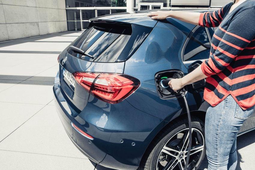 W177 Mercedes-Benz A250e plug-in hybrid debuts – joined by A250e Sedan and B250e; 70-77 km EV range Image #1003465