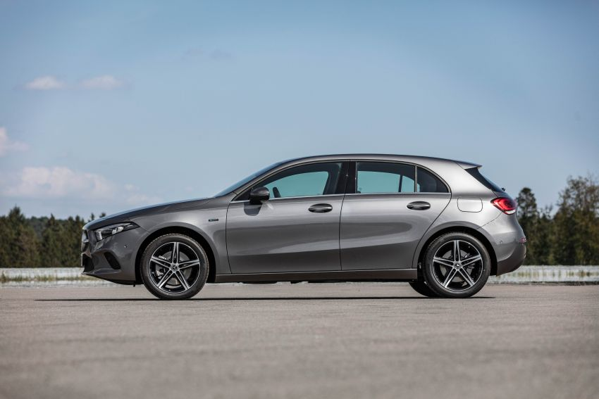 W177 Mercedes-Benz A250e plug-in hybrid debuts – joined by A250e Sedan and B250e; 70-77 km EV range Image #1003445