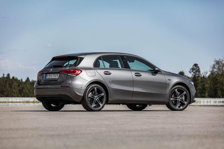 W177 Mercedes-Benz A250e plug-in hybrid debuts – joined by A250e Sedan and B250e; 70-77 km EV range Image #1003446