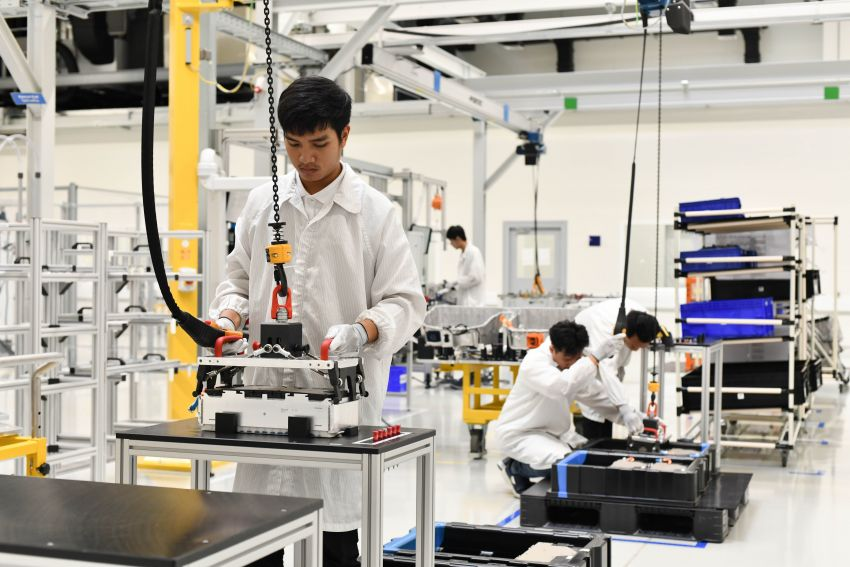 BMW Group Thailand commences local assembly of high-voltage batteries for plug-in hybrid models Image #1014765