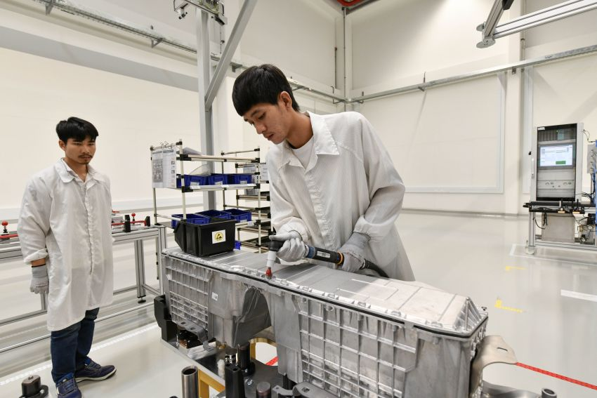BMW Group Thailand commences local assembly of high-voltage batteries for plug-in hybrid models Image #1014766
