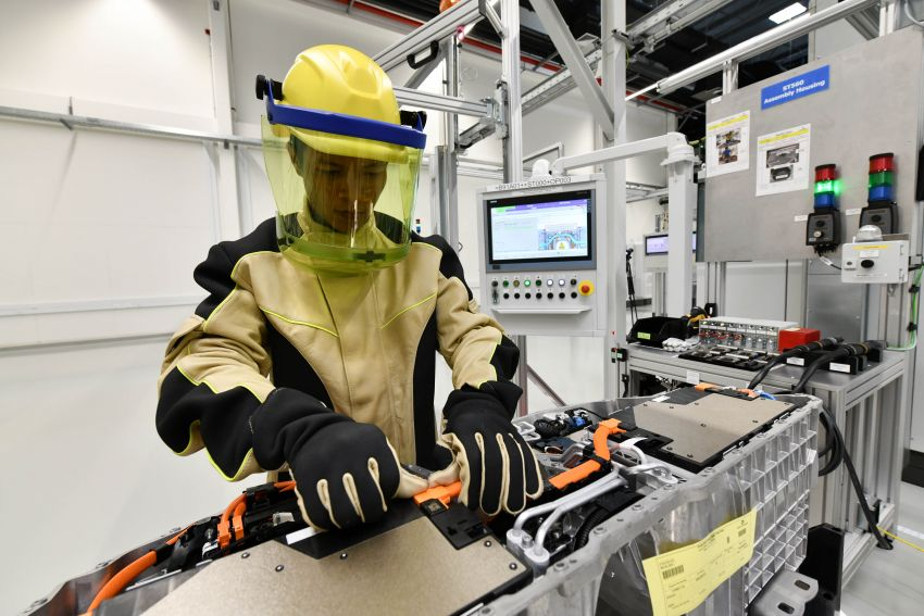 BMW Group Thailand commences local assembly of high-voltage batteries for plug-in hybrid models Image #1014776