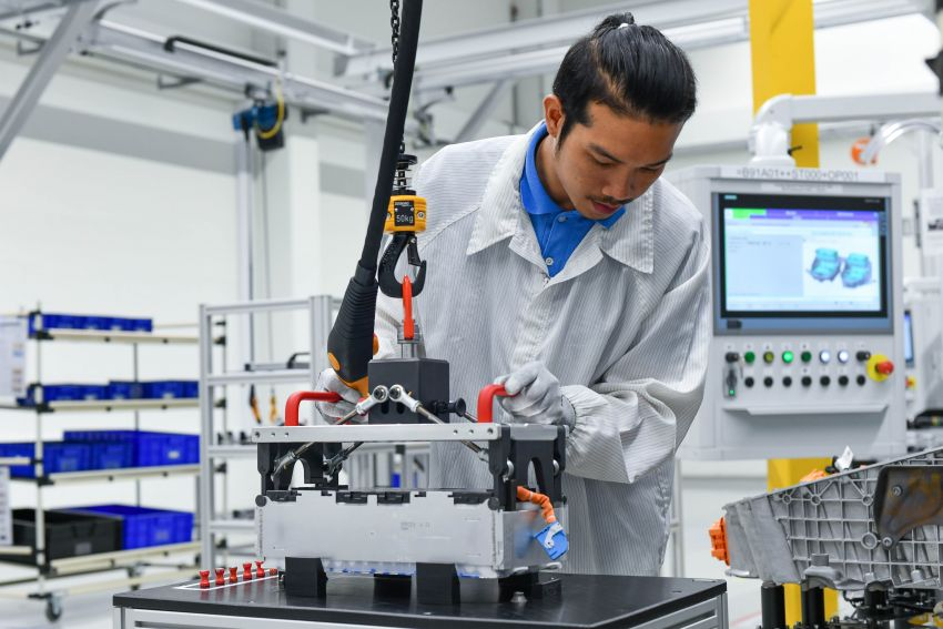 BMW Group Thailand commences local assembly of high-voltage batteries for plug-in hybrid models Image #1014760