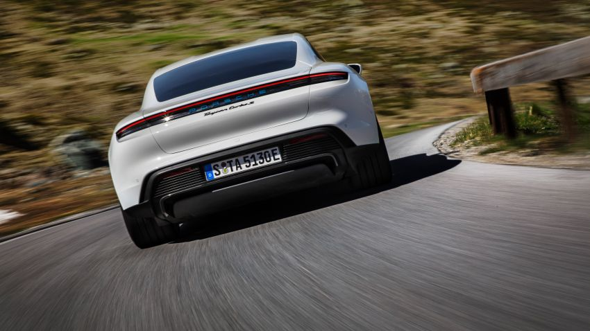 Porsche Taycan debuts – up to 761 PS, 1,050 Nm, 0-100 km/h in 2.8 seconds, 260 km/h, 450 km WLTP Image #1011001