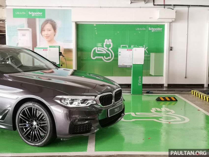 Schneider Electric Malaysia electric vehicle charging stations now at Genting Highlands Premium Outlets Image #1011474