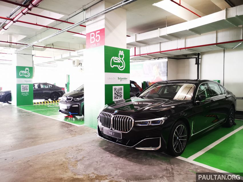 Schneider Electric Malaysia electric vehicle charging stations now at Genting Highlands Premium Outlets Image #1011472