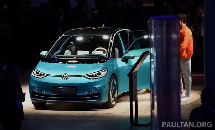 Volkswagen ID.3 – EV pacuan roda belakang, jarak gerak hingga 550 km, harga dari RM138k di Jerman Image #1012188