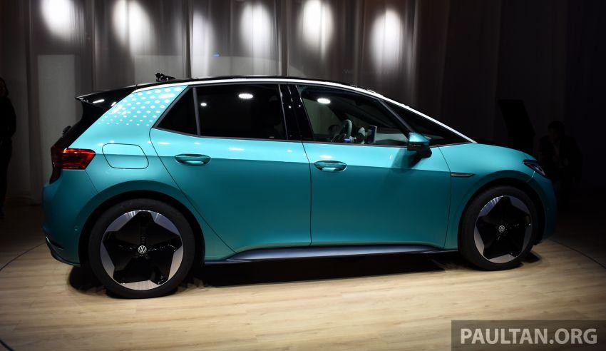 Volkswagen ID.3 – EV pacuan roda belakang, jarak gerak hingga 550 km, harga dari RM138k di Jerman Image #1012175