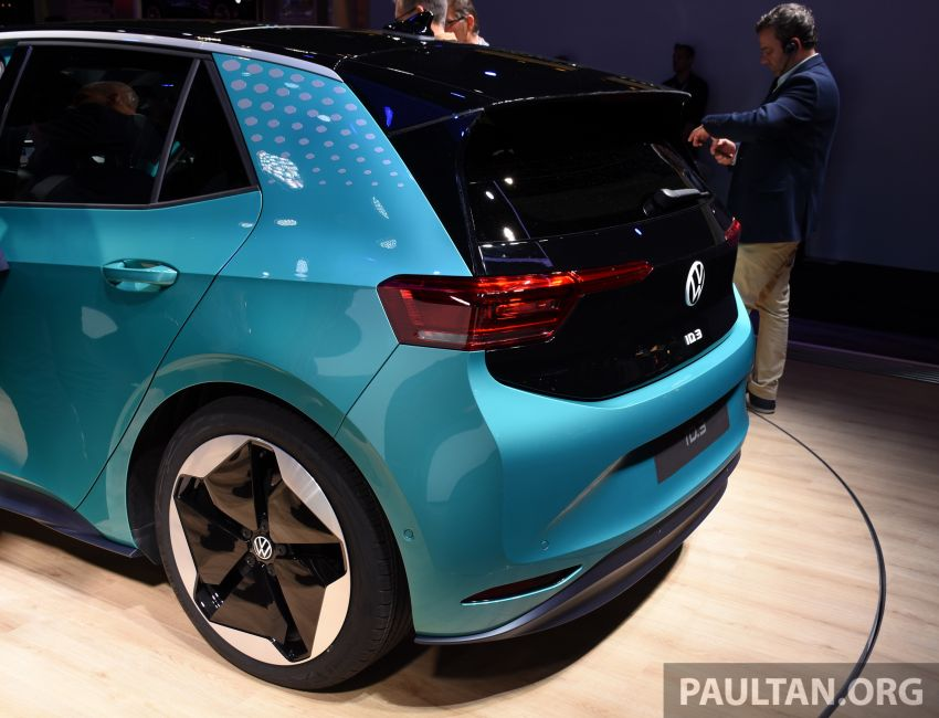 Volkswagen ID.3 pure electric car debuts – rear-wheel drive, up to 550 km range; from RM138k in Germany Image #1011652