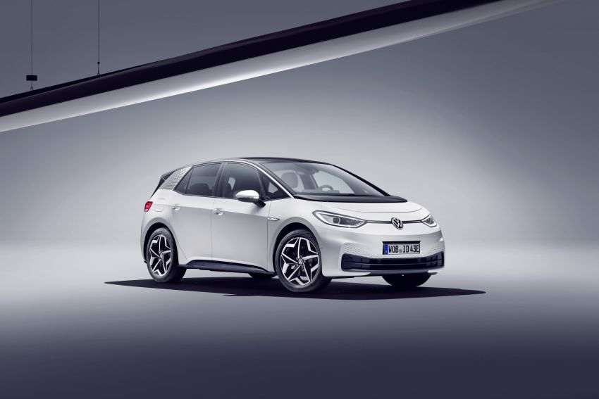 Volkswagen ID.3 pure electric car debuts – rear-wheel drive, up to 550 km range; from RM138k in Germany Image #1012239