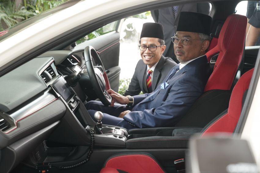 Honda Civic Type R sah kereta pengiring YDPA, hadiah dari Honda Malaysia sempena keputeraan baginda Image #1014282