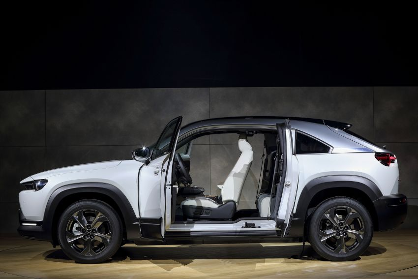 Tokyo 2019: Mazda MX-30 – brand's first EV debuts with 141 hp, 264 Nm, 209 km EV range, suicide doors! Image #1033849