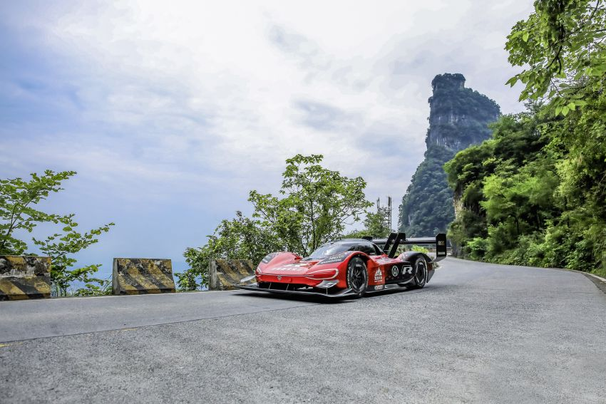 Volkswagen ID.R does Tianmen hillclimb in 7m 38.585s Image #1030944
