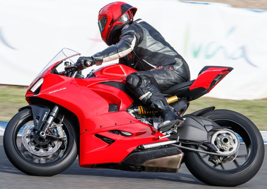 FIRST RIDE: 2020 Ducati Panigale V2 – fast and easy Image #1047521