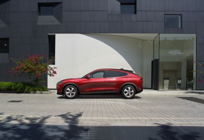 Ford Mustang Mach-E revealed – electric SUV with up to 439 hp, 839 Nm, 0-100 km/h 3.5 secs, 600 km range Image #1046828