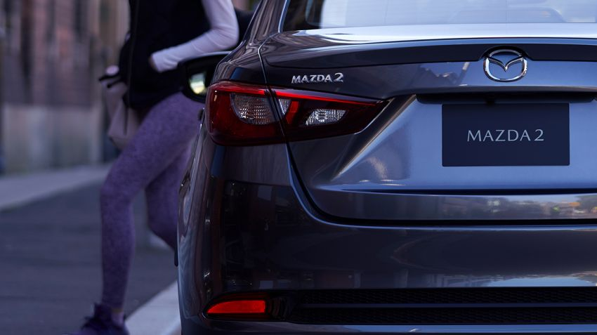 Mazda 2 Sedan facelift shown in Mexico with new look Image #1045886