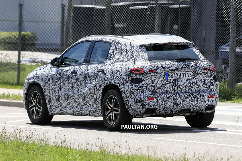 Next-gen Mercedes-Benz GLA teased – Dec 11 debut Image #1051043