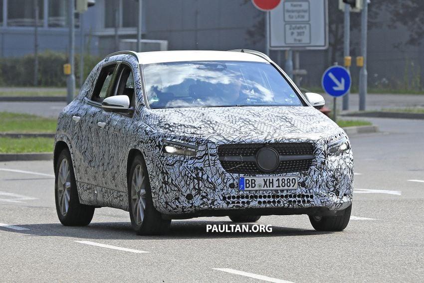 Next-gen Mercedes-Benz GLA teased – Dec 11 debut Image #1051047