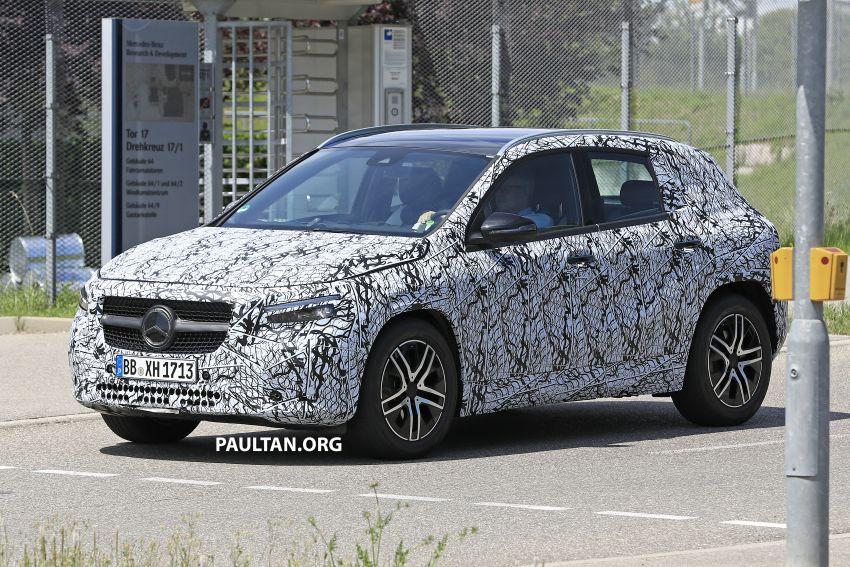 Next-gen Mercedes-Benz GLA teased – Dec 11 debut Image #1051034