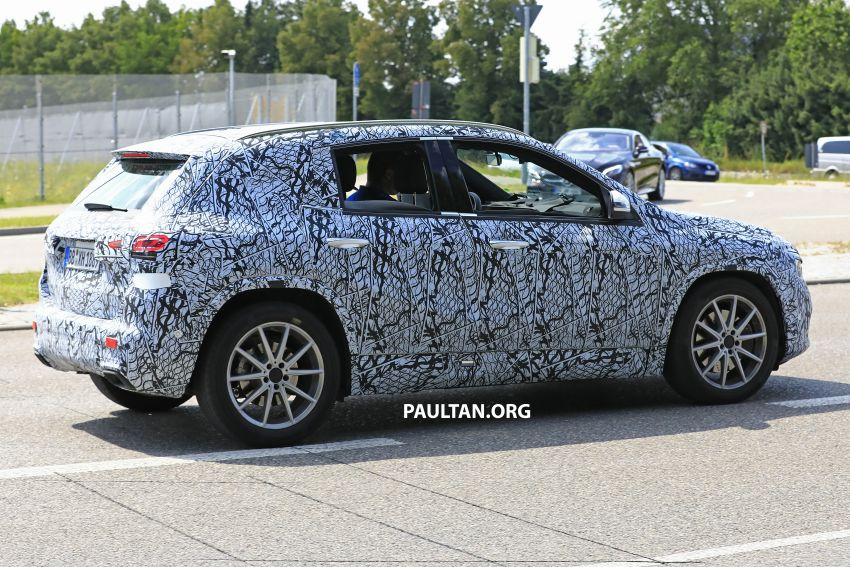 Next-gen Mercedes-Benz GLA teased – Dec 11 debut Image #1051053