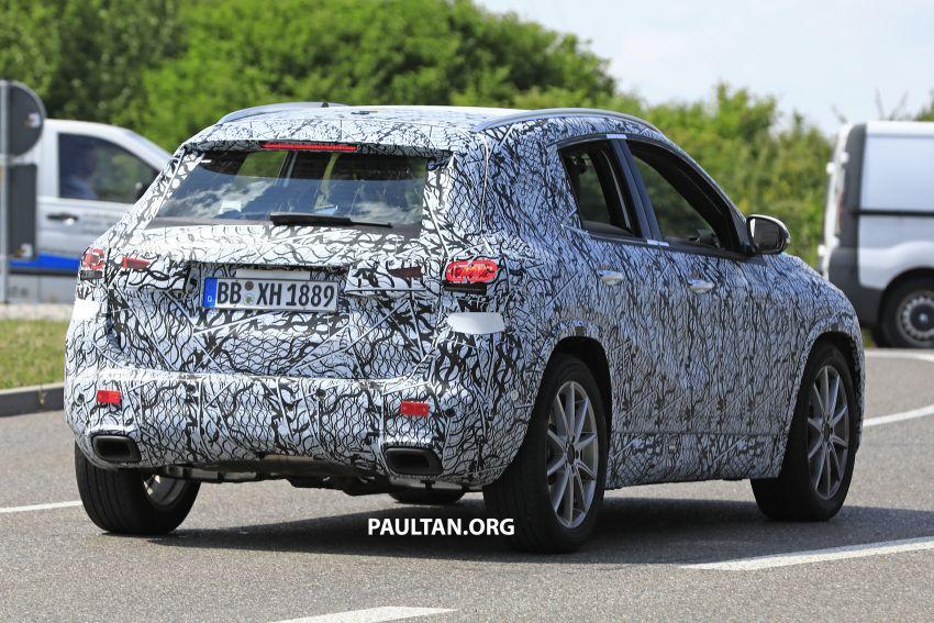 Next-gen Mercedes-Benz GLA teased – Dec 11 debut Image #1051056