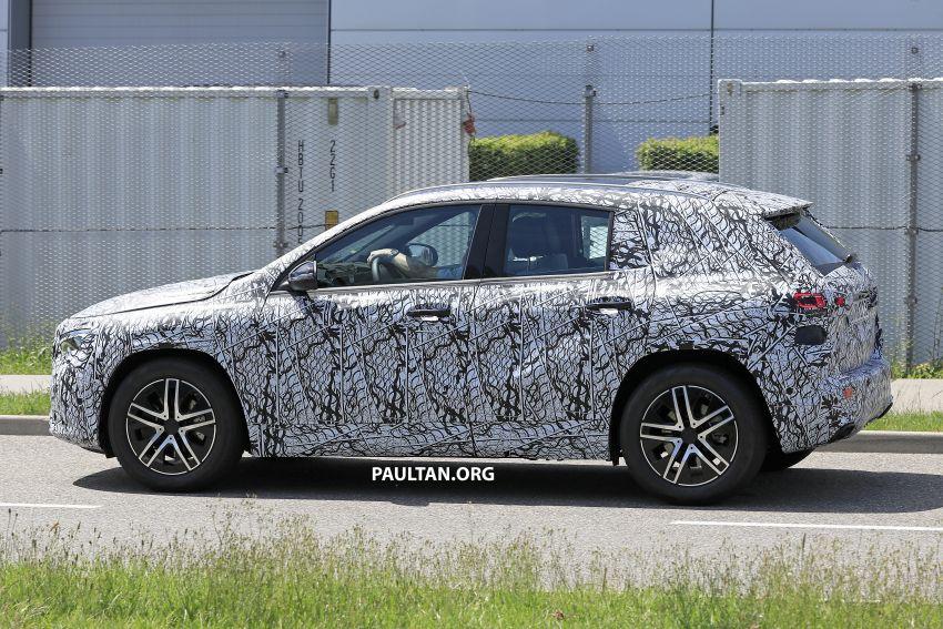 Next-gen Mercedes-Benz GLA teased – Dec 11 debut Image #1051040