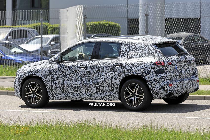 Next-gen Mercedes-Benz GLA teased – Dec 11 debut Image #1051041