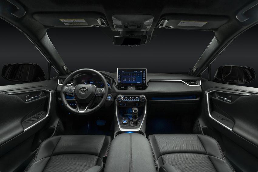 Toyota RAV4 Prime – plug-in hybrid SUV with 302 hp Image #1049410